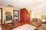 Cozy loft space at 453 Dobbie Road